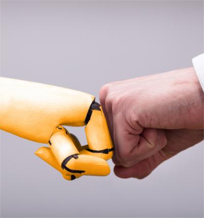 Mensch und Maschine arbeiten gemeinsam an exzellenten Fachübersetzungen