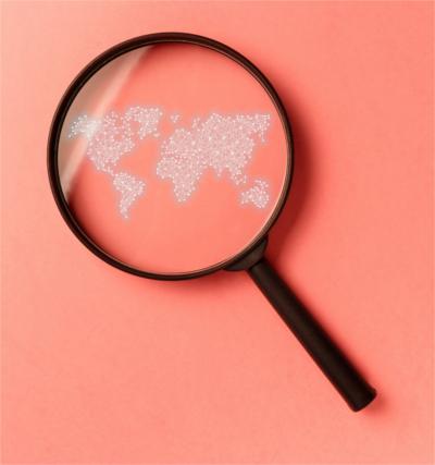 SEO-Übersetzung; Lupe über Weltkarte